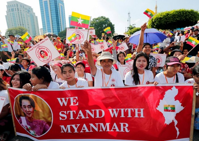 People gather to rally in support of Myanmar State Counsellor Aung San Suu Kyi before she heads off to the International Court of Justice (ICJ), in Yangon, Myanmar. (Reuters Photo)