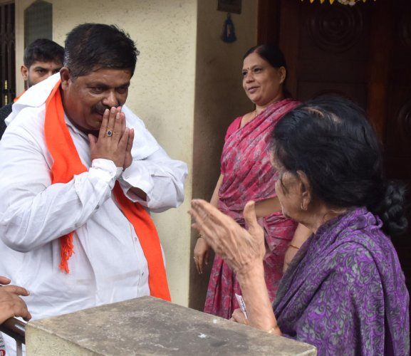 opalaiah, Mahalakshmi Layout BJP candidate campaign at Mahalakshmi Layout in Bengaluru. (DH file photo)