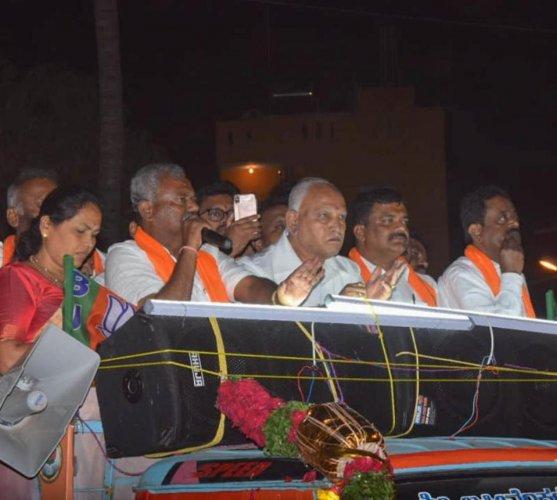 Chief Minester B S Yeddyurappa campaigning for Yeshwanthpura constituency Bjp candidate S T Somashekar. (DH file photo)