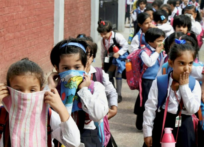 School children cover their noses as air pollution reached hazardous levels in New Delhi. PTI photo