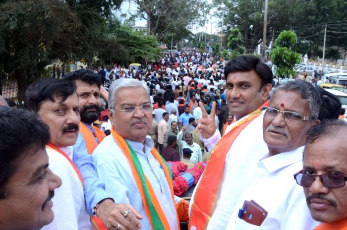 Deputy Chief Minister Govind Karjol campaigns for BJP candidate K Sudhakar in Chikkaballapur on Monday. DH Photo