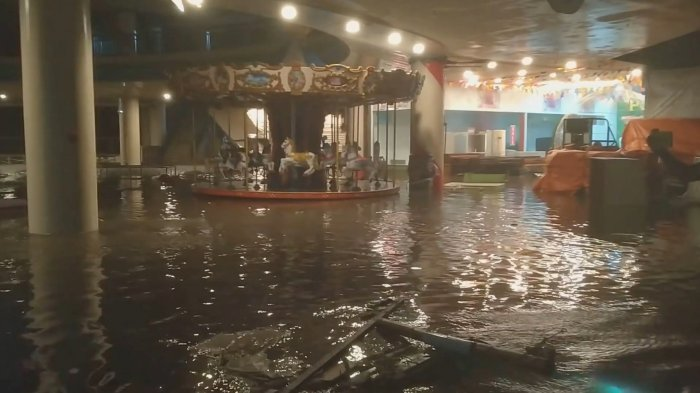 A carousel is seen in a flooded amusement area at the Embaracadero De Legazpi (Waterfront Mall) in Legazpi City. (Reuters Photo)