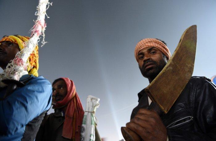 Hindu devotees carry their blades on the eve of the Gadhimai festival in Bariyarpur, south of the Kathmandu. (AFP Photo)
