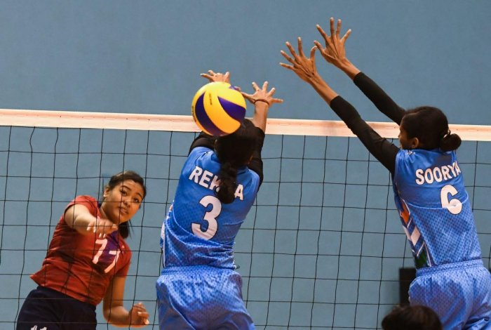 India's Rekha Sreesailam (C) tries to block against Nepal's Pratibha Mali (L) during women's volleyball match between India and Nepal at the 13th South Asian Games in Kathmandu on November 28, 2019. (AFP Photo)