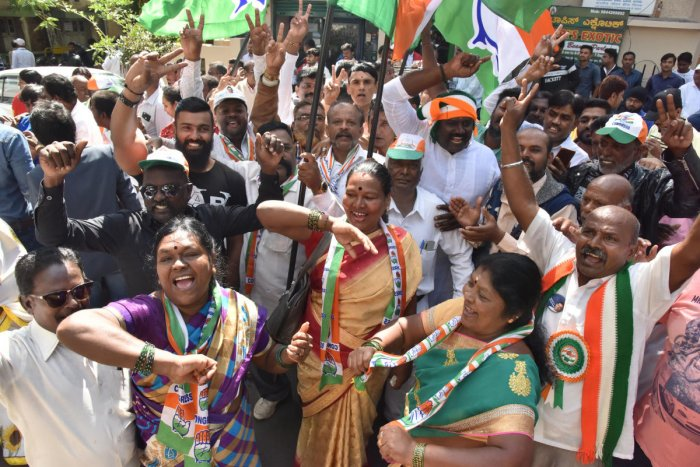 Congress supporters celebrate Rizwan Arshad's victory in front of Mount Carmel College on Monday. DH Photo/Janardhan B K