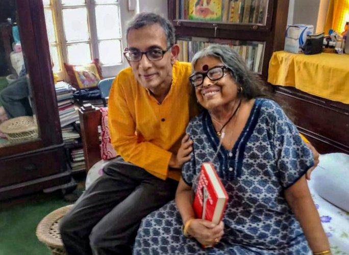 Indian-American Nobel laureate Abhijit Banerjee meets award-winning novelist and poet Nabaneeta Dev Sen at her residence, in Kolkata, Tuesday, Oct. 22, 2019. (PTI Photo)