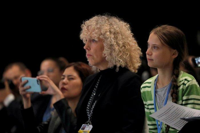 Climate change activist Greta Thunberg sits next to Jennifer Morgan. (Reuters Photo)
