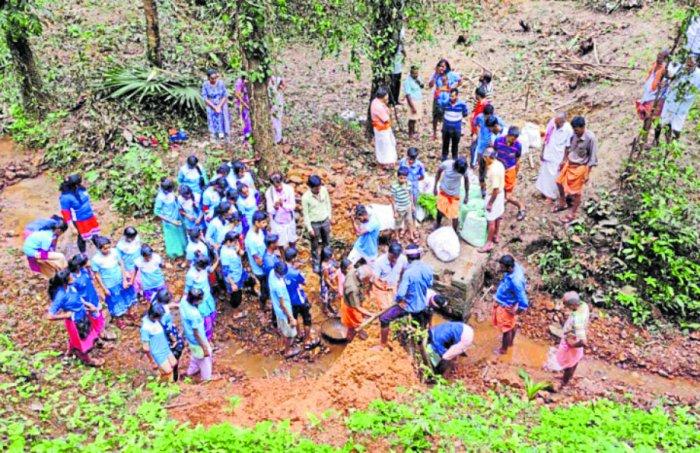 The construction of a katta in progress in Padpu village.