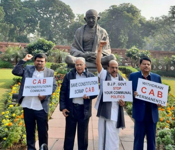 A day after passage of the Bill by the upper house of Parliament, the prominent political party from Kerala and its Lok Sabha MPs P K Kunhalikutty, E T Mohammed Basheer and Rajya Sabha MPs Abdul Wahab and K.Navaskanifiled the joint petition urging the top court to strike it down. Photo/Twitter (@iumlofficial)