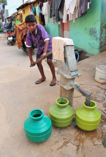 Karnataka is among the top three big states with high groundwater contamination. DH File Photo