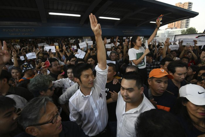 Thailand's Future Forward Party leader Thanathorn Juangroongruangkit gestures as he talks to his supporters during rally in Bangkok, Thailand, Saturday, Dec. 14, 2019. Several thousand supporters of a popular Thai political party, under threat of dissolution, packed a concourse in central Bangkok on Saturday in one of the largest political demonstrations in recent years. Photo/AP