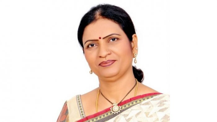 BJP leader and former minister D K Aruna on Friday ended her two day fast here, demanding that the Telangana governmenttake steps towards enforcing prohibition.