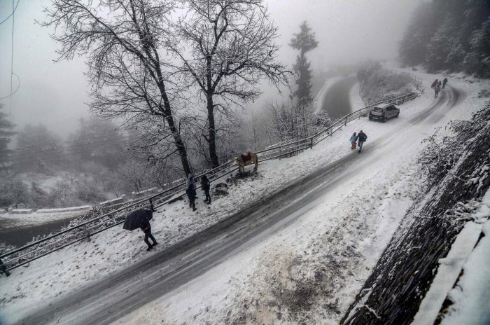 The 90 students from Maharashtra and 80 students from Rajasthan were on a tourist trip to the state but got stuck in snowfall near Kufri on Friday evening, Shimla Superintendent of Police Omapati Jamwal said. Photo/PTI