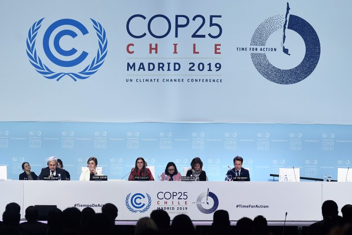 A UN climate summit in Madrid was on life support after marathon negotiations between countries left them more divided than ever over on how to fight global warming and pay for its ravages. (AFP Photo)