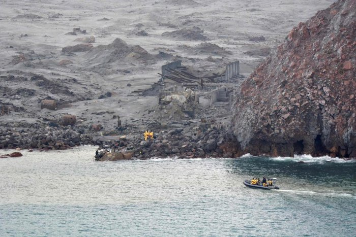 Elite soldiers taking part in a mission to retrieve bodies from White Island after the December 9 volcanic eruption, off the coast from Whakatane on the North Island. (AFP Photo)