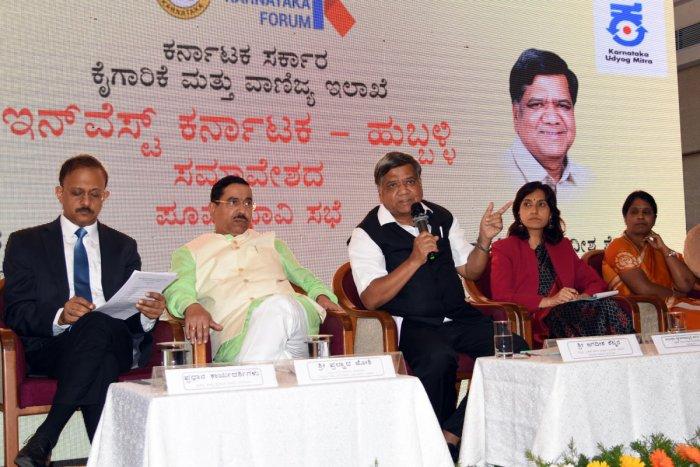 Industries Minister Jagadish Shettar interacts with industrialists and businessmen, at 'Invest Karnataka-Hubballi' preparatory meeting held in Hubballi on Monday. Gaurav Gupta, Union minister Pralhad Joshi, Gunjan Krishna and Deepa Cholan look on.