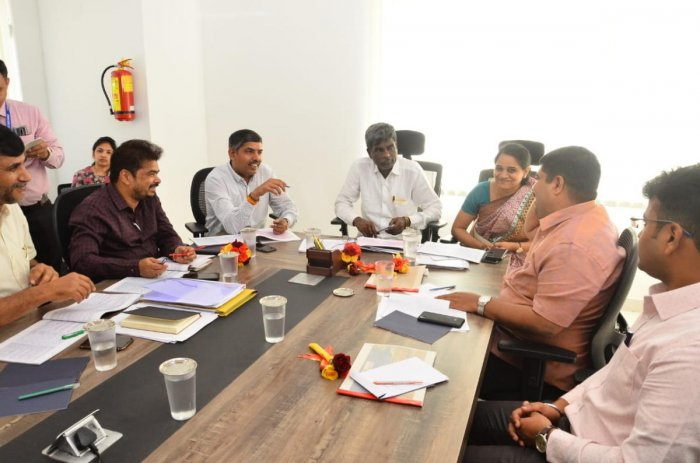 District In-charge Minister Kota Srinivas Poojary chairs a meeting of the Smart City Mission in Mangaluru on Monday.