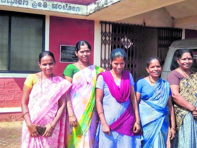 Five women from Balepuni who underwent training at Vandse SLRM unit.