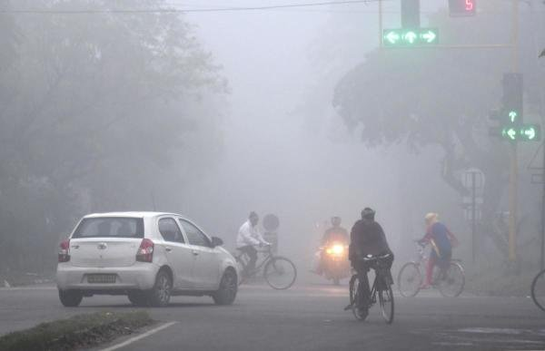 Vehicles move slowly amid heavy fog on a winter morning, in Chandigarh, Monday, Dec. 16, 2019. (PTI Photo)