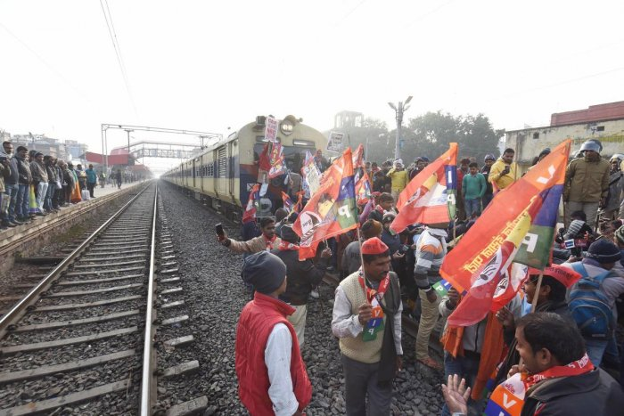 Vikassheel Insaan Party (VIP) president Mukesh Sahni and his supporters block a railway track at Rajendra Nagar Terminal during a protest against the Citizenship (Amendment) Act, National Register for Citizens and crime against women in the state during 'Bihar Bandh', in Patna, Thursday, Dec. 19, 2019. Photo/PTI