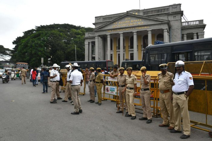 Police stand guard at the Town Hall where a demonstration against India's new citizenship law was to be held in Bangalore on December 19, 2019. (AFP Photo)
