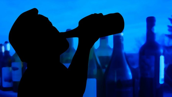 Sachin Kalshetti, MLA from Akkalkot, said that some people, who seemed to be under the influence of alcohol, knocked on his door on Tuesday night, and demanded Rs 500 from him. Representative image/Pixabay