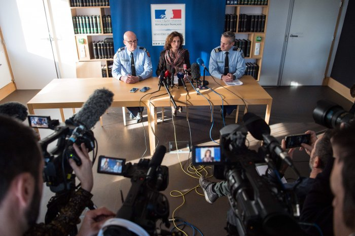 Lorient's public prosecutor Laureline Peyrefitte (C), flanked by Poitier research brigade's lieutenant-colonel Wilfried Martin Du theil (L) and Vannes research brigade's lieutenant Colonel Philippe Phavorin (R), gives a press conference. (AFP Photo)