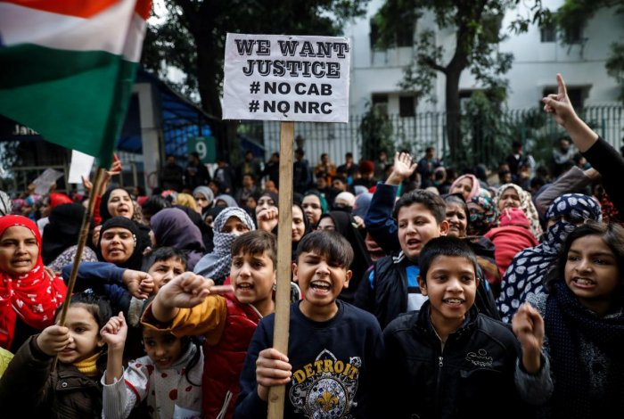 Young demonstrators shout slogans during a protest against a new citizenship law, outside the Jamia Millia Islamia university in New Delhi, India. (Reuters photo)