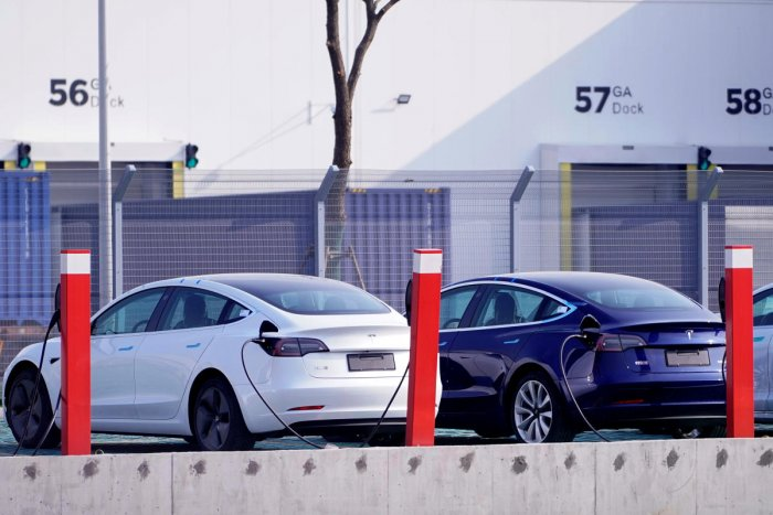 China-made Tesla Model 3 electric vehicles are seen at the Gigafactory of electric car maker Tesla Inc in Shanghai, China. Photo/REUTERS