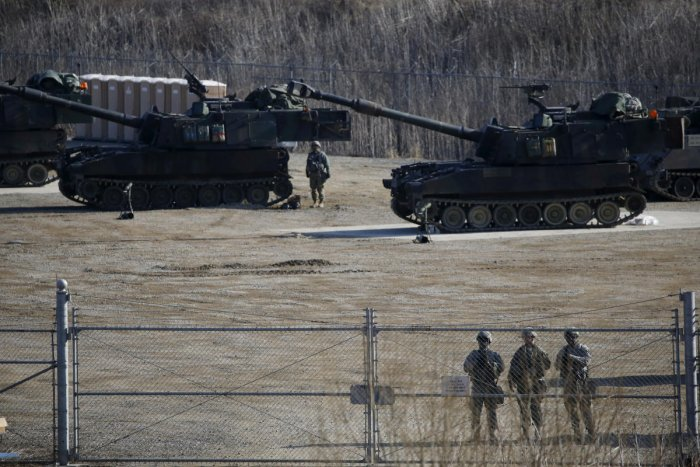 U.S. Army M109A6 Paladin self-propelled howitzers are seen during a military exercise in Pocheon, South Korea, March 10, 2016. (Reuters)