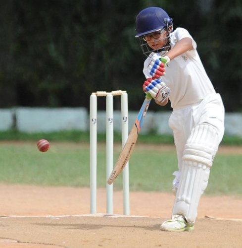 Former Indian cricketer Rahul Dravid's eldest son Samit in action. (DH Photo)