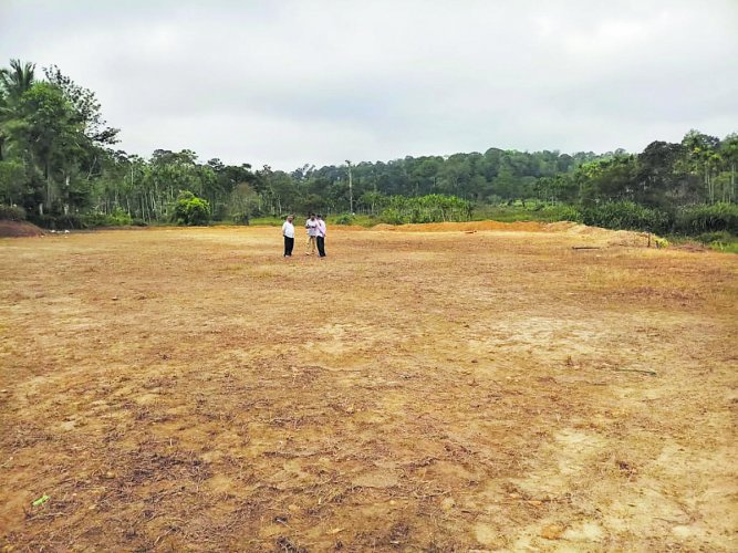 A ground in Kayamani in Kutta village is being prepared so that people can watch the solar eclipse. DH Photo