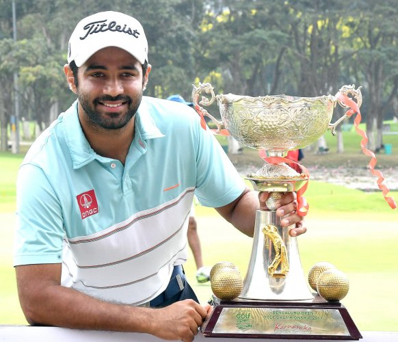 India's Abhinav Lohan with the Bengaluru Open golf championship trophy after winning the championship at KGA course in Bengaluru on Friday. Photo Srikanta Sharma R