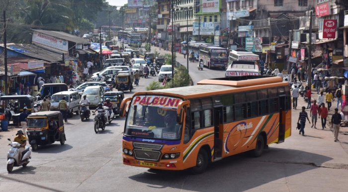 Vehicles venture on the roads after the curfew was relaxed in Mangaluru on Sunday. DH Photo/Govindaraj Javali