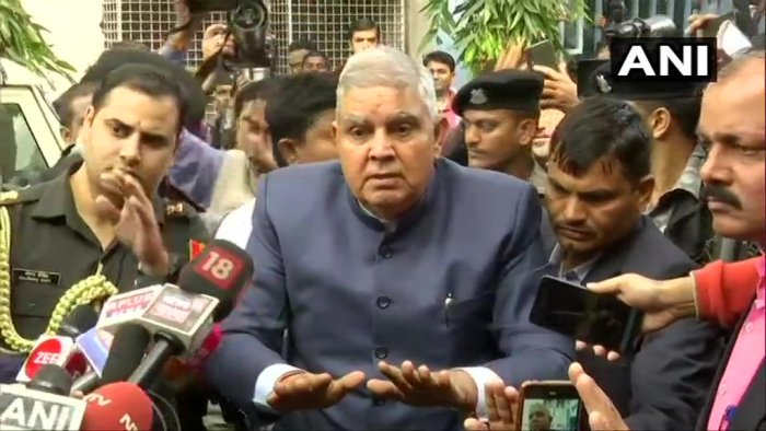 The Governor, who reached the University at around 10.30 am to attend the annual convocation in his capacity as the Chancellor, hadbeen waiting at the gate for more than an hour. Photo/ANI