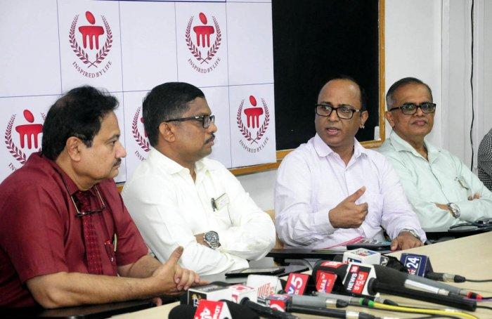 Manipal Group of Hospitals, Bengaluru, Intensive Care Unit Pulmonary experts Dr Rajesh Shetty and Dr Satyanarayana brief mediapersons about the health of Pejawar Mutt Pontiff Vishwesha Teertha Swamiji on Tuesday.