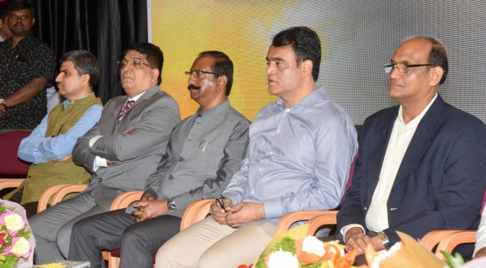 Police commissioner Bhaskar Rao, Deputy Chief Minister C N Ashwath Narayan and BBMP chief B H Anil Kumar at the Urban Thought Leaders' Conclave in Bengaluru on Wednesday. DH PHOTO/Anup Ragh T