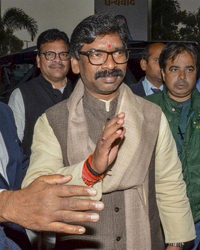 The CM-designate Hemant Soren on Thursday met Lalu Prasad to finalise who could be the minister from the RJD quota but since Lalu's outfit has won just one seat, the likely choice could be Satyanand Bhokta, the RJD MLA who won from naxal-infested Chatra.