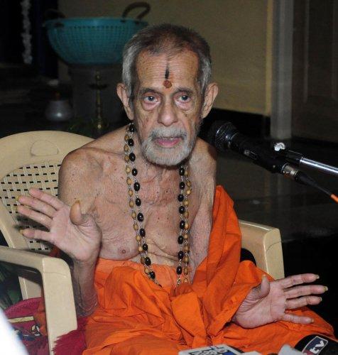 Pejawar Mutt seer Sri Vishwesha Theertha Swami. (File Photo)