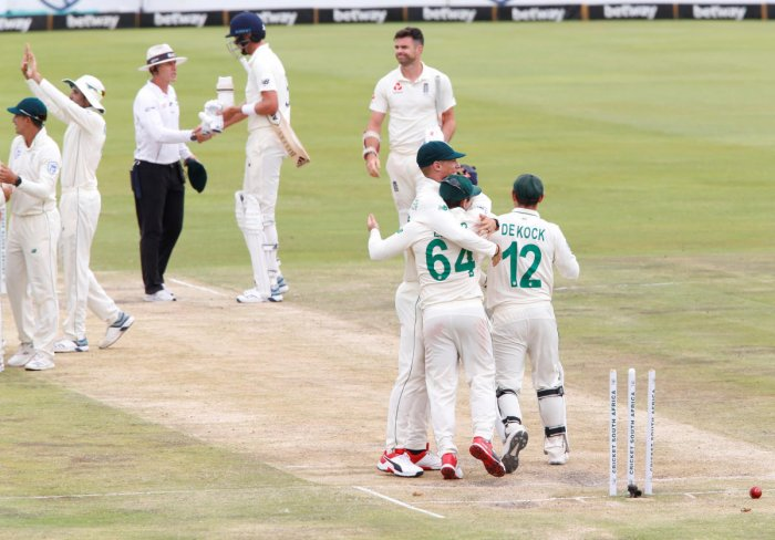 South Africa' Quinton de Kock celebrates winning the test match with teammates as England's James Anderson looks dejected