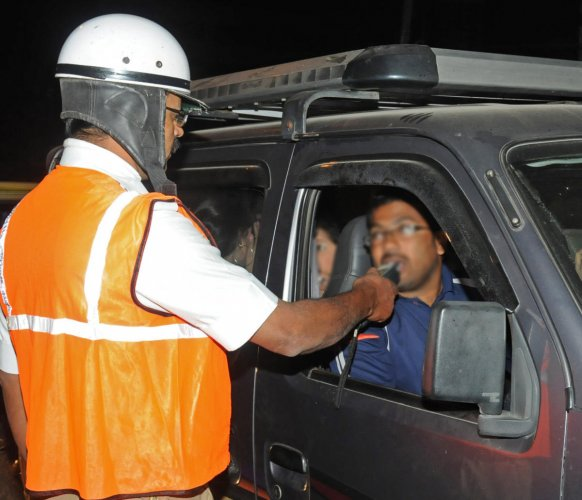 RTOs have suspended 31,000-odd driving licences over drunk driving across Karnataka. DH FILE PHOTO