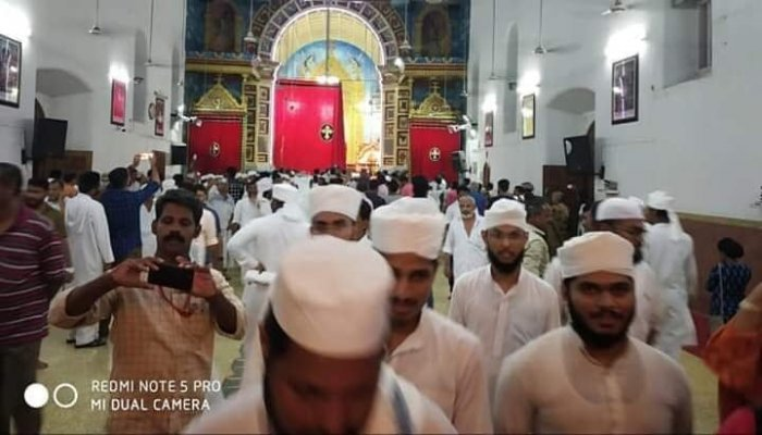 Namaz being performed on the premises of St Thomas Church at Kothamangalam in Kerala. (DH photo)