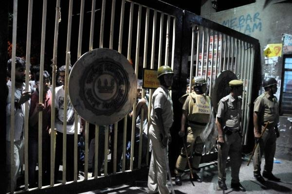 Police personnel stand guard in front of the gate of Jadavpur University. (PTI photo)