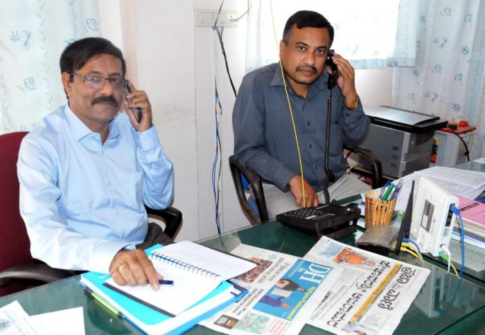 Mescom Technical Director Anand Naik and Superintending Engineer G S Manjunath speak during the phone-in programme organised by Prajavani, the sister publication of Deccan Herald, in Chikkamagaluru on Monday.