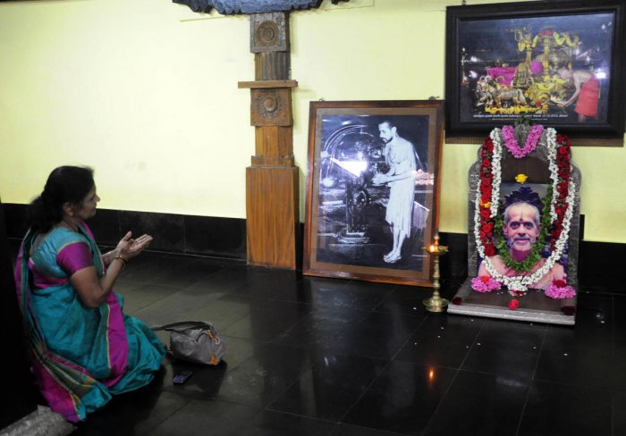 A devotee pays obeisance in front of the portrait of seer Vishwesha Theertha Swami at Pejawar Mutt in Udupi on Monday.
