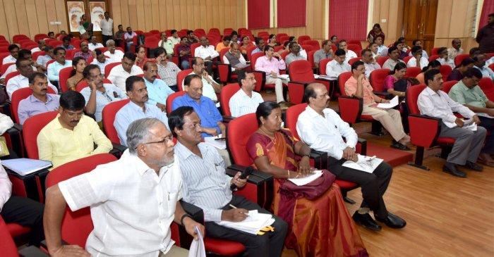 Primary and Secondary Education Minister S Suresh Kumar take part in the Mysuru region-level progress review meeting of academic progress, at Hemavathy Hall of Abdul Nazeer Sab State Institute of Rural Development (ANSSIRD), in Mysuru on Tuesday. dh photo