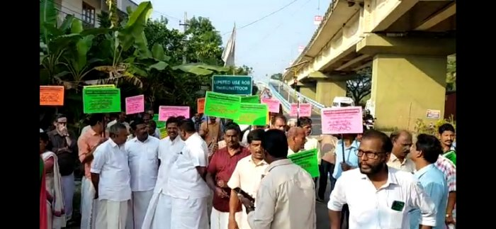 Protest by local residents raising concerns over the demolition of the five high rises in Kochi. (DH photo)