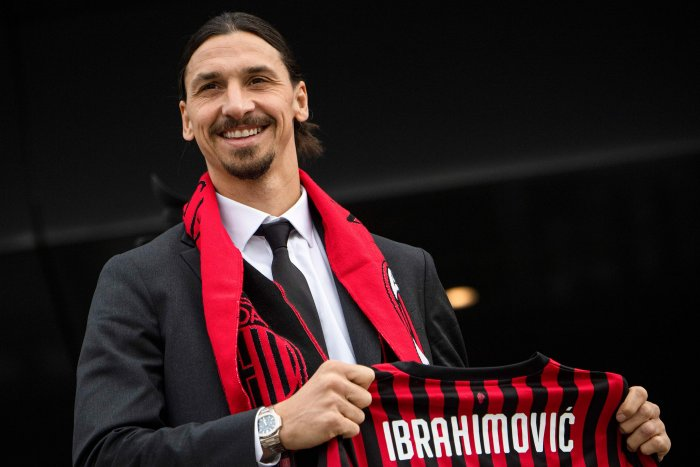 Milan's Swedish forward Zlatan Ibrahimovic poses with his new jersey during his official presentation as new AC Milan player at the club's headquarters Casa Milan in Milan on January 3, 2019. - Ibrahimovic returns to the side on a six-month deal, promising to help rescue the struggling Serie A outfit's season. (AFP Photo)