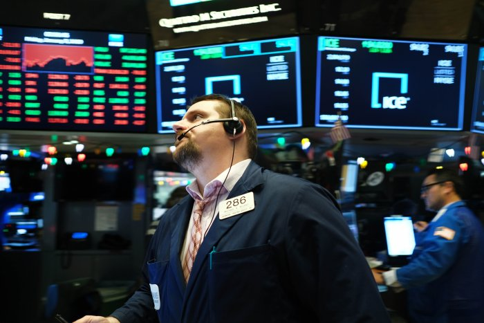 Traders work on the floor of the New York Stock Exchange (NYSE) on January 03, 2020 in New York City. Following news that the U.S. military killed Qassem Soleimani, the leader of Irans elite paramilitary forces, global stocks and oil prices fell with the Dow falling over 220 points. (AFP Photo)
