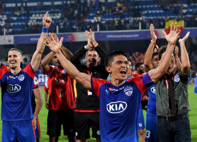 Bengaluru FC skipper Sunil Chhetri and players celebrate after beating FC Goa at the Sree Kanteerava stadium in Bengaluru on Friday. DH Photo/ B H Shivakumar